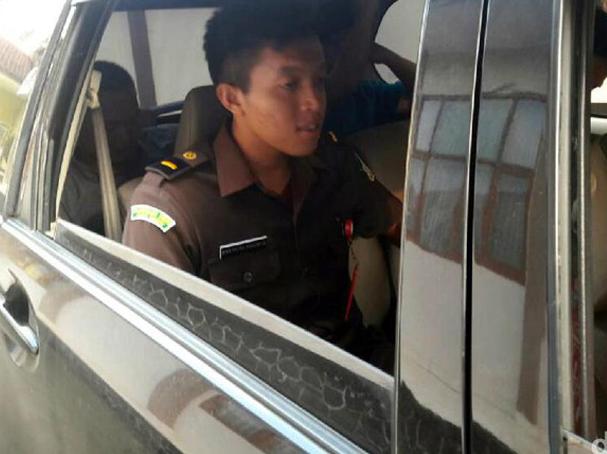 Ketua Koperasi BMT Fajar terpaksa diamankan aparat Kejaksaan Negeri (Kejari) Cibadak.