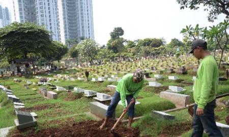 Kepala Dinas Kehutanan, Pertamanan, dan Pemakaman Pemerintah Provinsi DKI Jakarta, Djafar Muchlisin mengatakan makam fiktif sudah berkurang