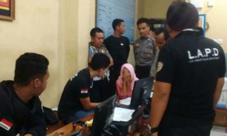 Seorang penumpang taksi online tengah dimintai keterangannya oleh aparat kepolisian di Kabupaten Gowa, Sulawesi Selatan setelah nyaris menjadi korban pemerkosaan oleh sopir taksi online