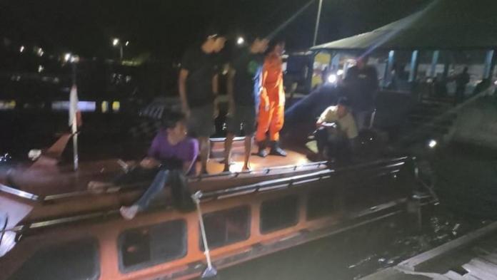 Tim SAR Ternate bersiap melakukan operasi pertolongan atas kecelakaan speedboat Habibi dan Hasiqah yang mengalami tabrakan di perairan Pulau Bacan.